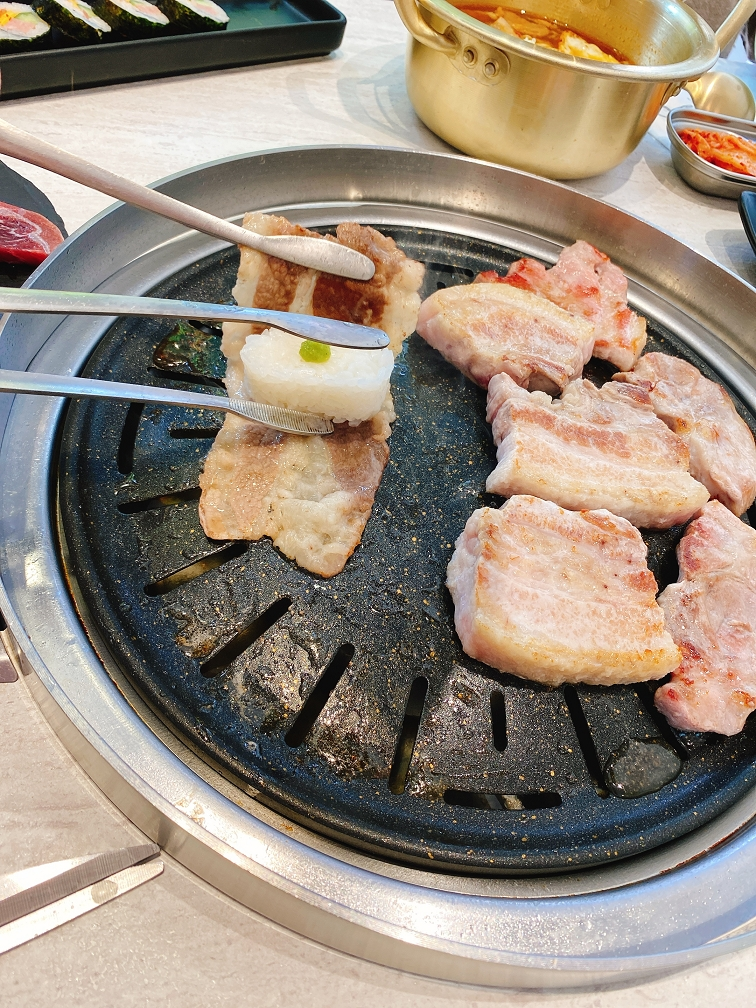 【桃園韓式烤肉】GogiGogi 韓式燒肉 桃園店 @貝大小姐與瑞餚姐の囂脂私蜜話