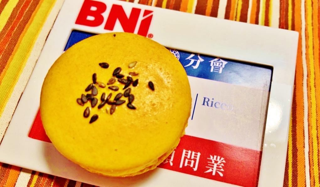 【網購甜點】亞森洋菓子 鹹蛋黃馬卡龍 @貝大小姐與瑞餚姐の囂脂私蜜話