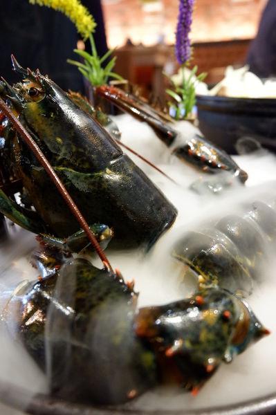 【新竹 東區美食】極鼎鮮鍋物 @貝大小姐與瑞餚姐の囂脂私蜜話