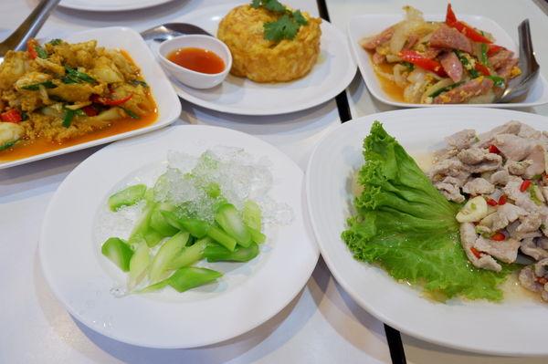 【曼谷 大皇宮美食】Krua Apsorn : ครัวอัปษร @貝大小姐與瑞餚姐の囂脂私蜜話